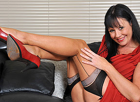 This hot mature whore loves to get wet on the couch