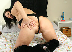 horny mature girl pleasing herself