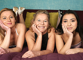 Three old and young lesbians make it big on the bed