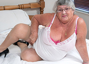 This granny loves to get juicy herself