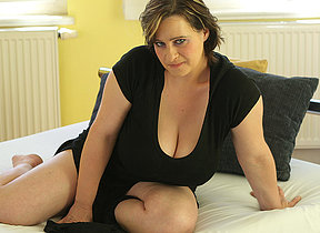 Big breastes missus playing with herself