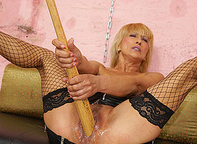 Kinky blonde mama getting fisted by a hot cutie