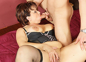 This horny mature hussy gets a warm creampie