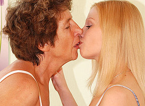 Mature lesbian Felice loves the taste of young pussy