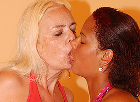 Sexy Casandra gets licked by mature Vivien