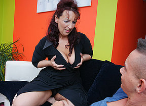 Hot mature mama doing her toy boy