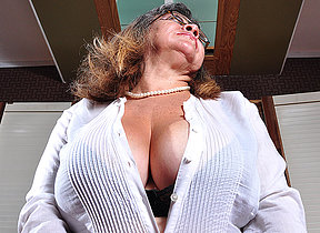 Big titted mature whore playing with herself