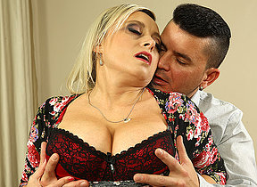 Big breasted missis fucking and sucking