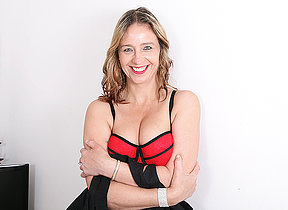 This naughty British MILF loves to play alone