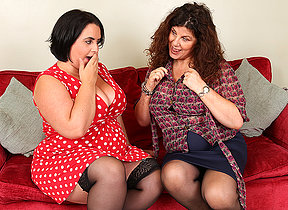 Two British curvy housewives go full lesbian