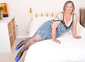 Chubby British housewife getting juicy and wild
