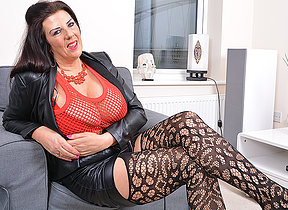 Big breasted missis Lulu gettng very naughty