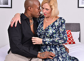 British temptress Molly Maracas goes interracial