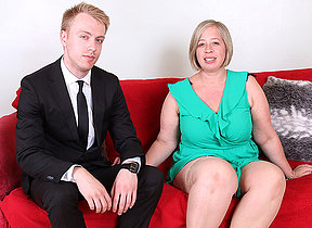 Curvy British mature lady doing her boyfriend