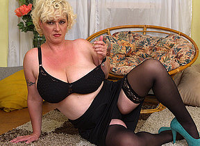 Curvy big titted Cougar playing with herself